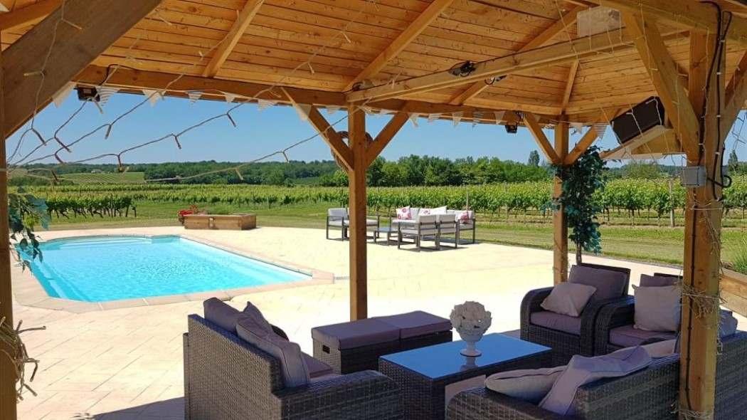 Bonté. Chic maison surrounded by vineyards